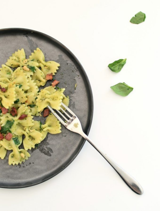 Easy pasta with pesto spinach and pancetta
