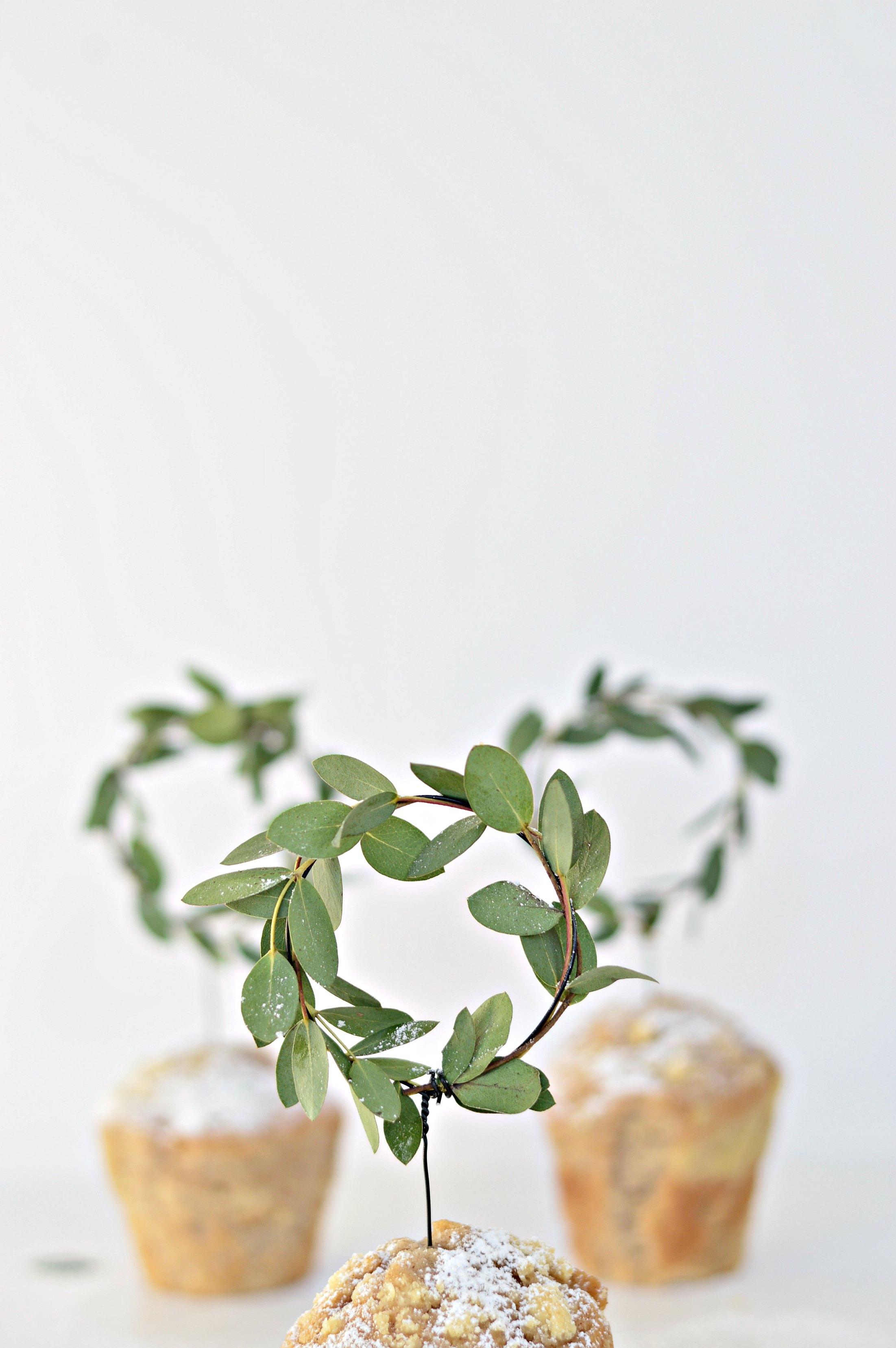 DIY mini minimal wreaths