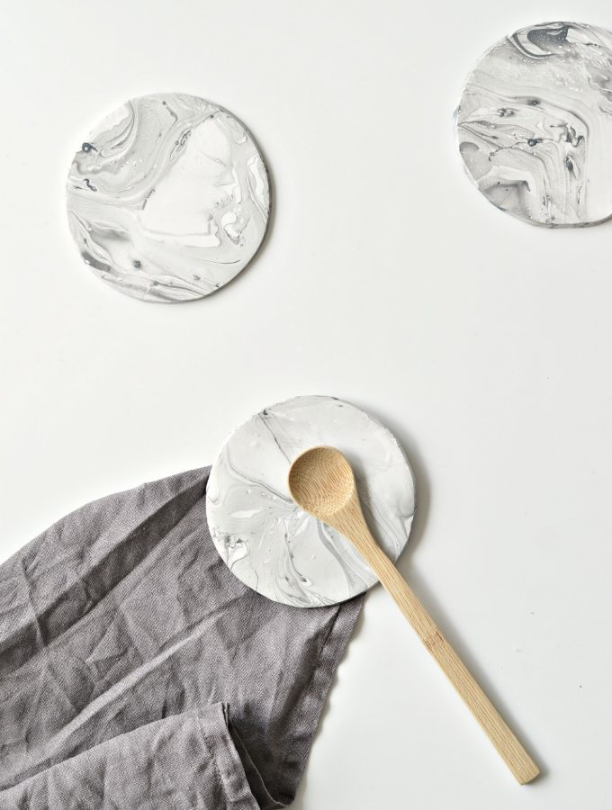 Make your own faux marble coasters