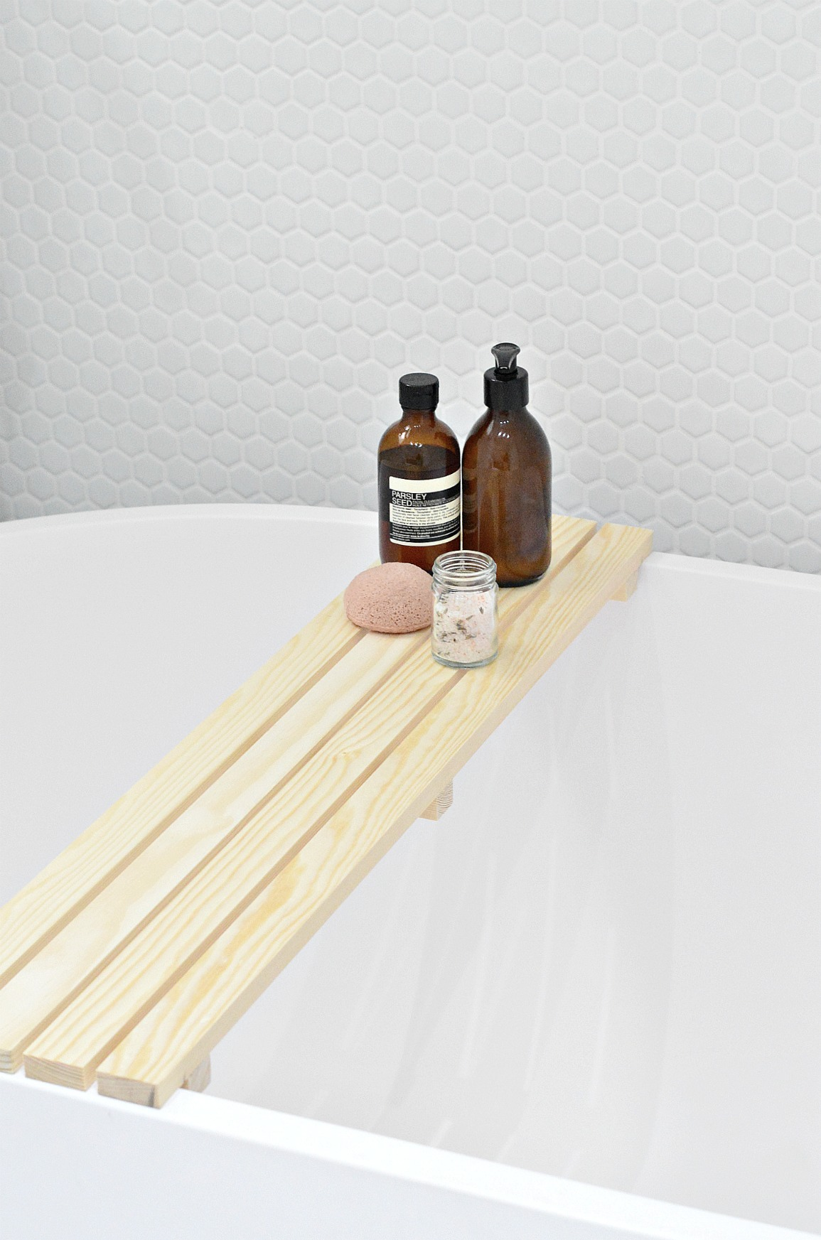 diy wood bath tray to keep all your bathing essentials easily reachable