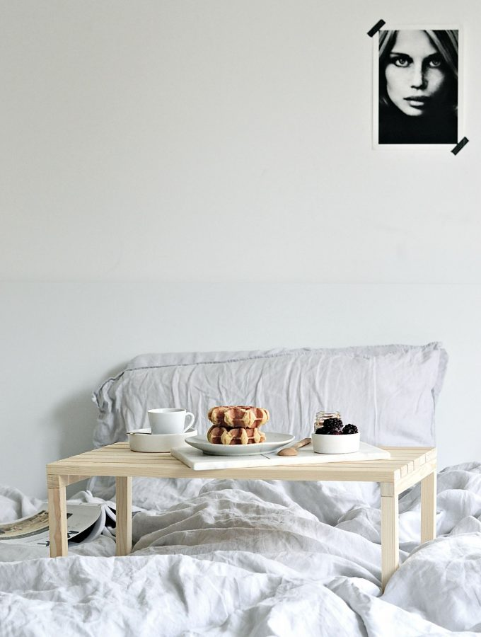 Love breakfast in bed? This diy breakfast in bed table is all you need