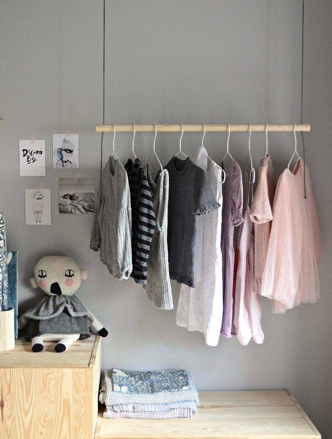 Hang on! With this DIY hanging clothes rack