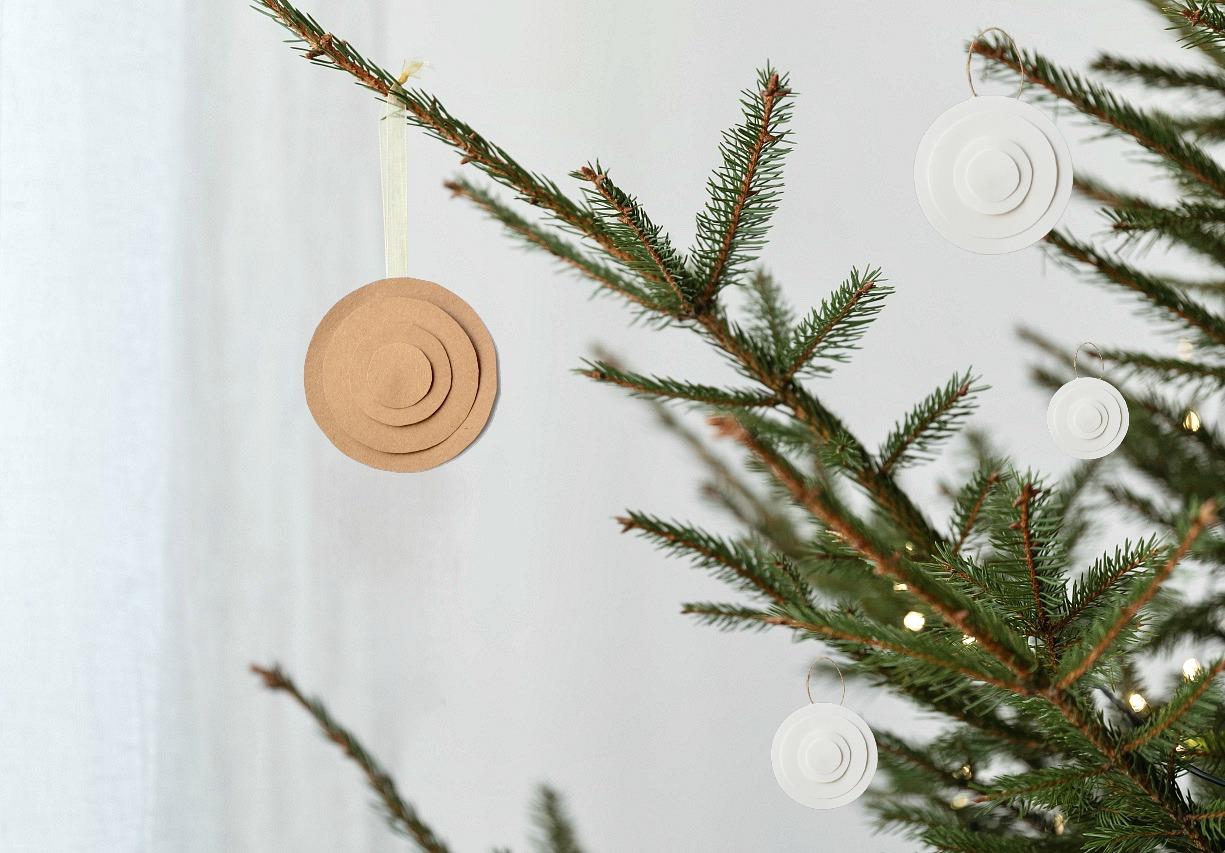 DIY minimalist Christmas tree ornament