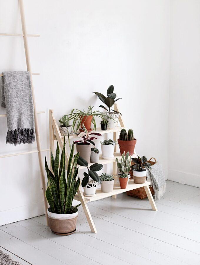 7 minimalist DIY decorative ladders for storage