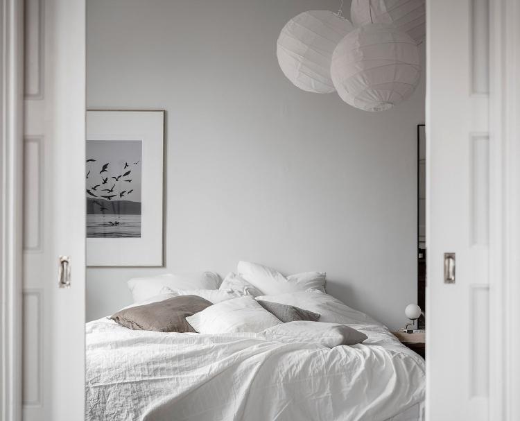 light grey bedroom Scandinavian